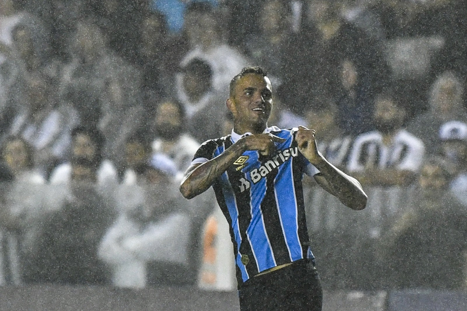 """Presidente do Grêmio manda recado ao timão """"converse conosco"""""""
