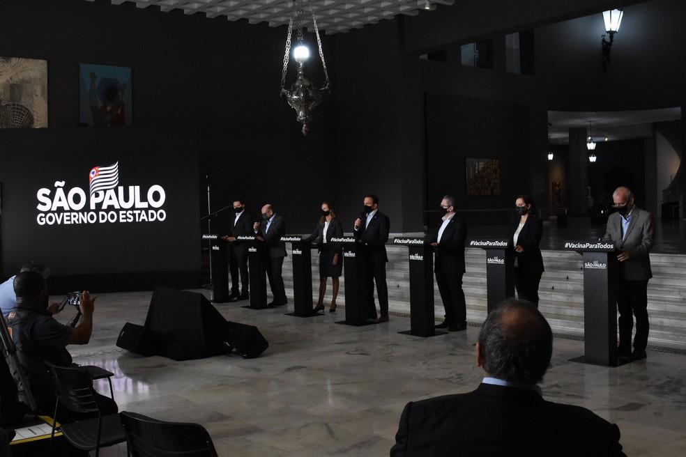 Governador de São Paulo, participa de coletiva de imprensa para falar sore o combate ao Coronavírus, (Covid-19) no Palácio dos Bandeirantes, nesta segunda feira (22).  — Foto: ROBERTO CASIMIRO/FOTOARENA/ESTADÃO CONTEÚDO