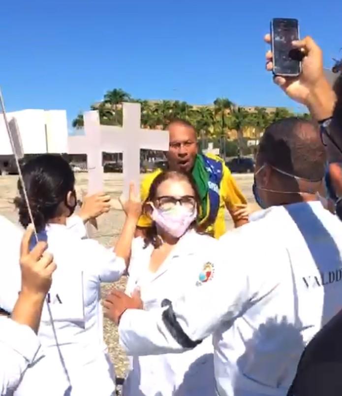 Confusão durante ato em favor do isolamento social, em Brasília — Foto: Arquivo pessoal