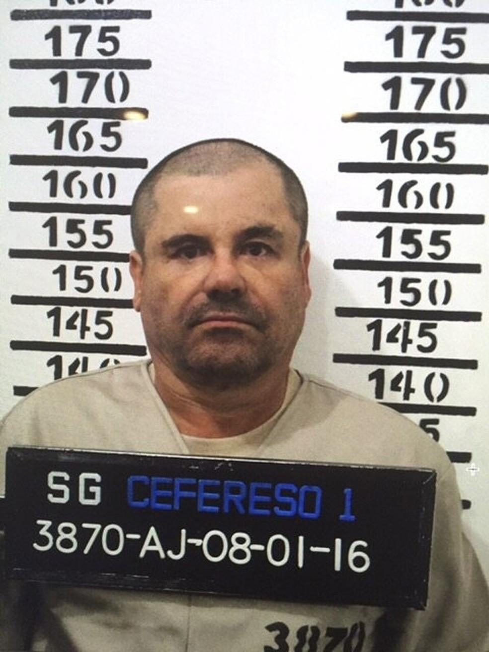 Imagem de 8 de janeiro de 2017 mostra El Chapo com seu número 3870 na prisão de segurança máxima de Altiplano — Foto: Mexico's federal government via AP, File