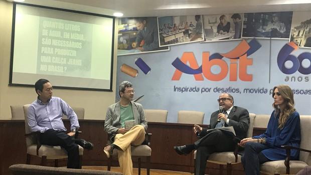 Na esquerda, Marcel Imaizumi, diretor de operações da Vicunha Têxtil, e na direita, Chiara Gadaleta, fundadora do Movimento Ecoera (Foto: Divulgação)