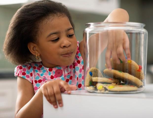O açúcar é o vilão da obesidade infantil (Foto: Thinkstock)