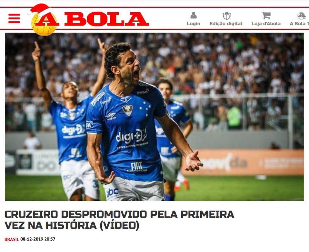 A Bola, de Portugal, repercute rebaixamento do Cruzeiro — Foto: Reprodução