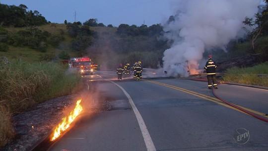 Motorista morre após caminhão tombar e pegar fogo na BR-491, em Paraguaçu, MG