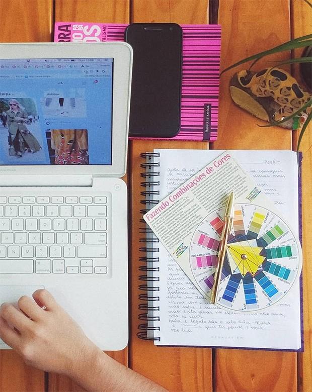 Combinar cores fica mais fácil sabendo a sua paleta  (Foto: Instagram / Roberta Freitas)