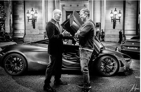 O ator Jason Statham com o diretor David Leitch na primeira foto do spin-off de Velozes e Furiosos (Foto: Instagram)