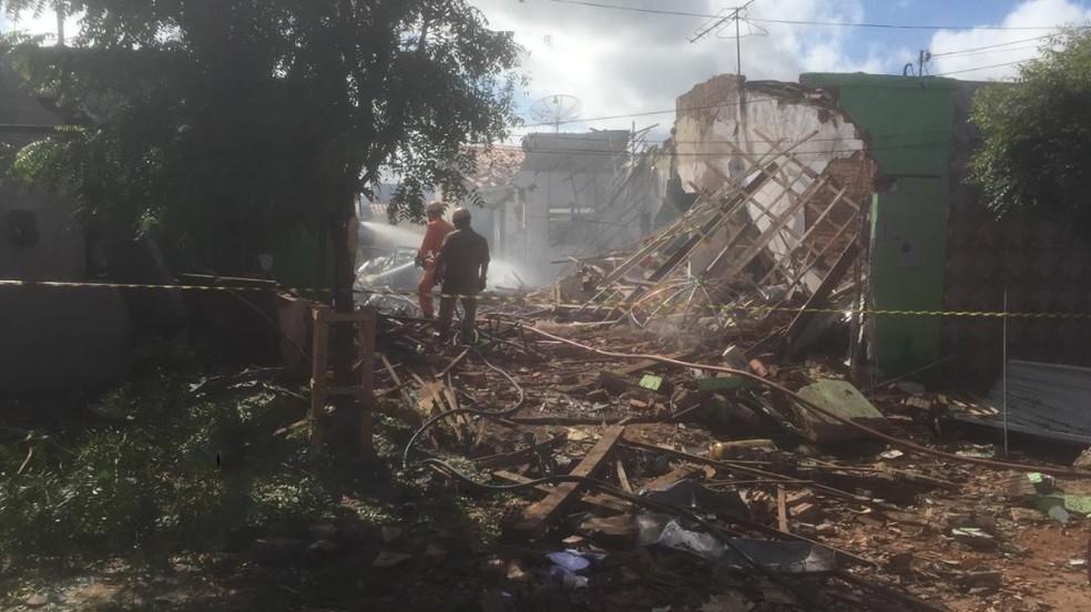 Fábrica clandestina de fogos de artifício funcionava no Bairro Frei Damião.  — Foto: Isaac Macêdo/TV Verdes Mares