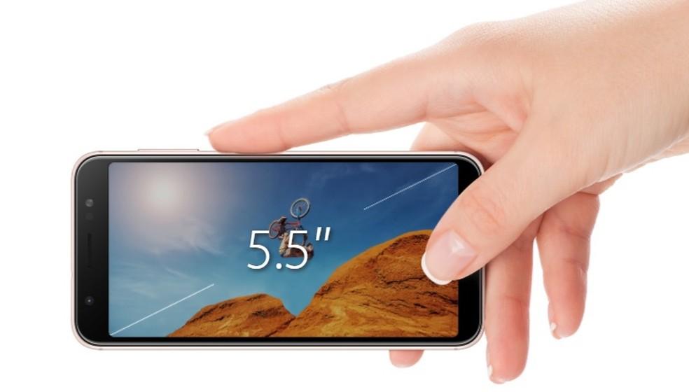 Tela do Zenfone Max M3 é de 5,5 polegadas  — Foto: Divulgação/Asus
