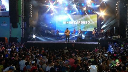 Binha Cardoso relembra sucessos no show Encanta Ceará; assista!