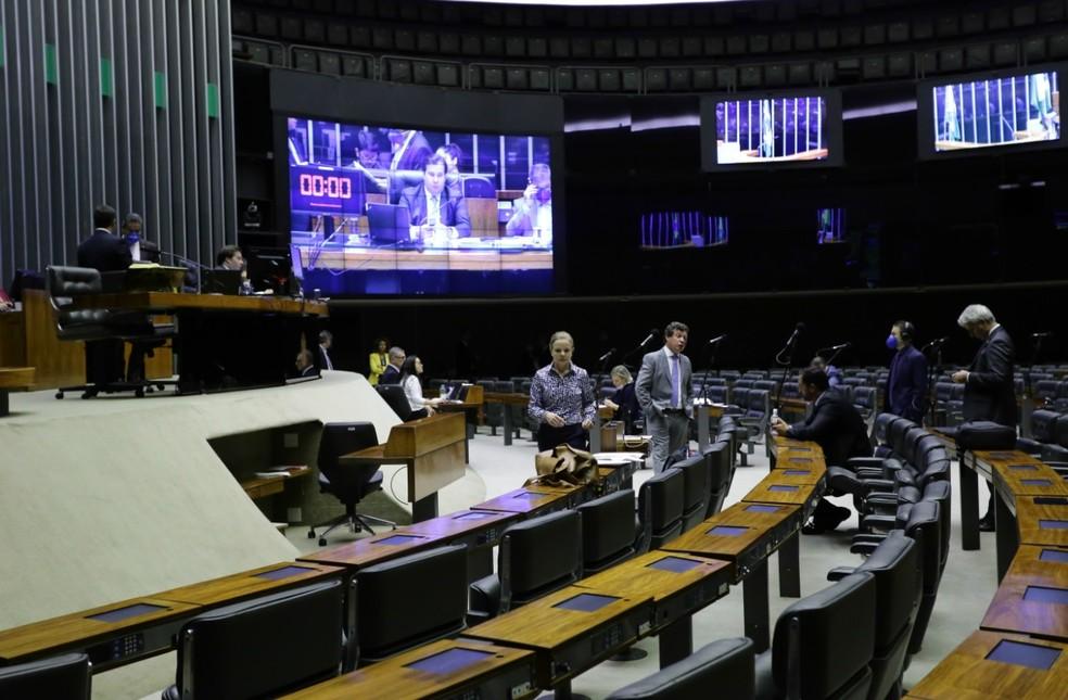 Deputados no plenário da Câmara durante a sessão desta quinta-feira (26) — Foto: Michel Jesus/ Câmara dos Deputados