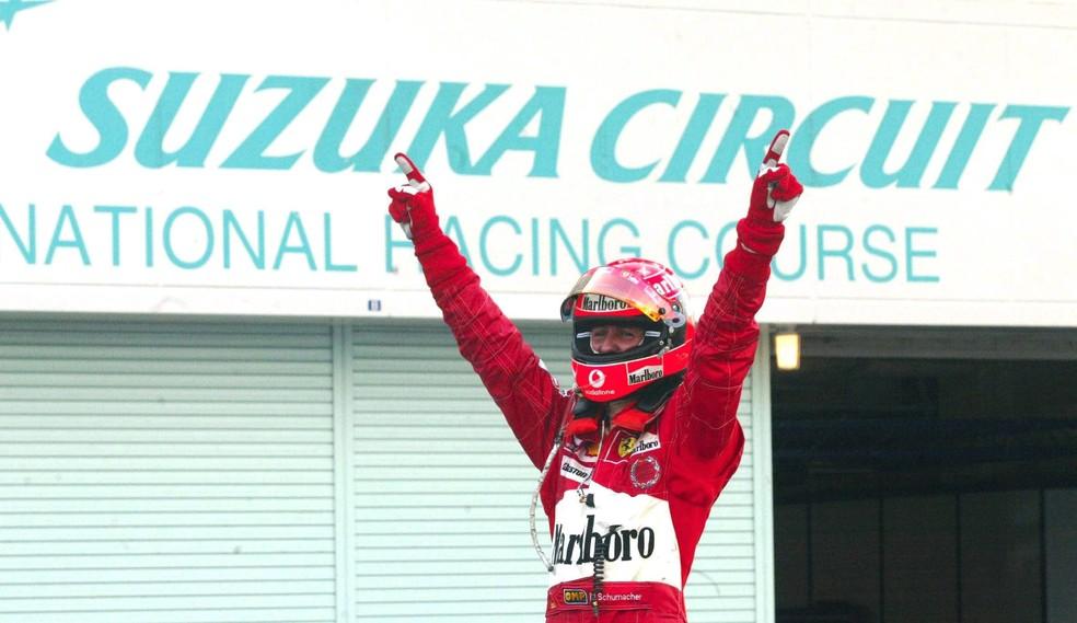 Schumacher comemora a vitória no GP do Japão de 2004 — Foto: Getty Images