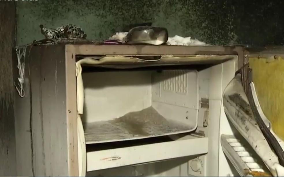 Casa fica destruída após incêndio em Anápolis — Foto: Reprodução/TV Anhanguera