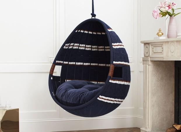 Esta cadeira pode ser adicionada tanto na sala quanto em áreas externas (Foto: CB2/ Reprodução)