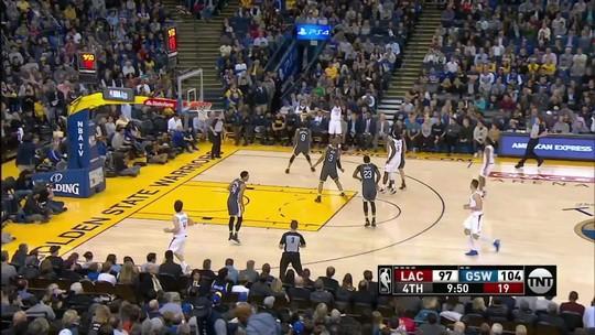 Com 44 pontos de Curry, Warriors batem Clippers e podem recuperar a ponta