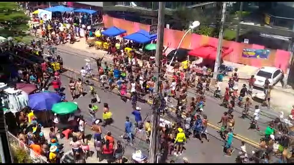 Grupos brigaram em Olinda, durante desfile das Virgens do Bairro Novo — Foto: Reprodução/WhatsApp