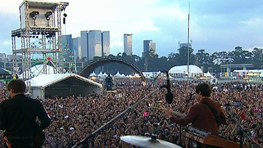 "Franz Ferdinand toca ""The dark of the Martinee"" no Lollapalooza"