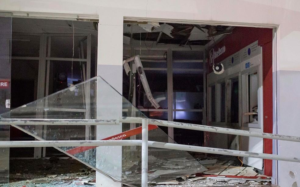 Agência foi periciada e está fechada. Não há previsão de quando o local será reaberto (Foto: Polícia Civil/ Divulgação)