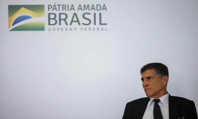 O ministro Santos Cruz