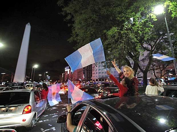 Simpatizantes de Macri festejam no centro de Buenos Aires (Foto: Emiliano Lasalvia / AFP Photo)