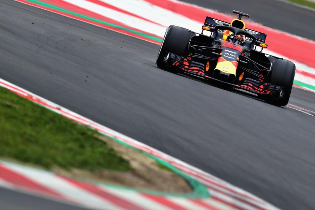 Max Verstappen testando nova RBR-Renault em Barcelona (Foto: Getty Images)