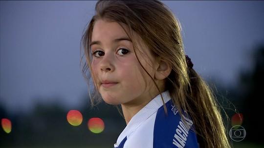 Mahia Macías, de 7 anos, faz história entre os meninos no futebol de base do Uruguai