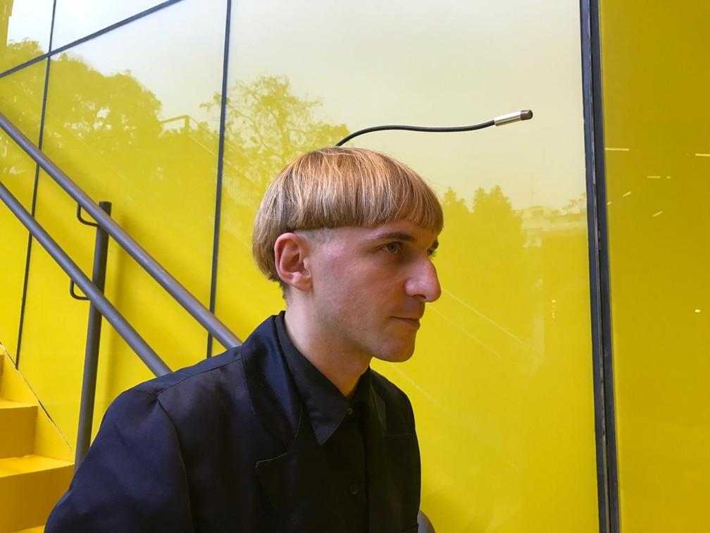 Jovem foi o primeiro ciborgue reconhecido pelo governo britânico — Foto: Yasmim Restum/ G1