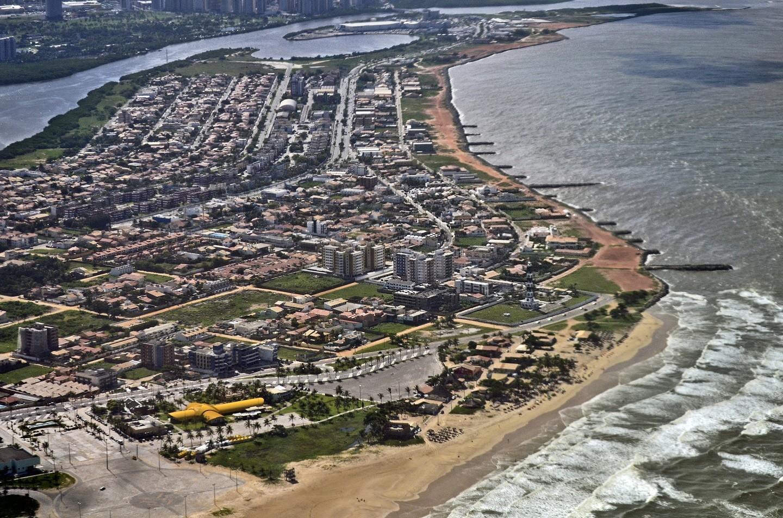 Vista aérea da orla da praia de Atalaia, em Aracaju-capital do estado de Sergipe. (Foto: Getty Images)