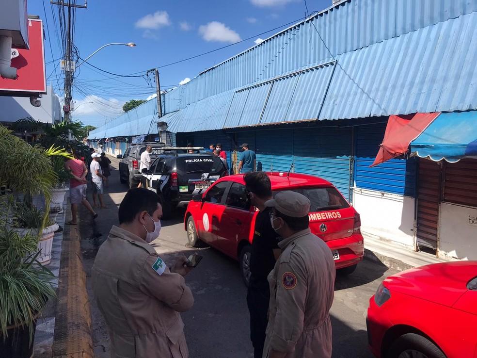Bombeiros e policiais militares estiveram no local para garantir cumprimento de decreto — Foto: Kleber Teixeira/Inter TV Cabugi