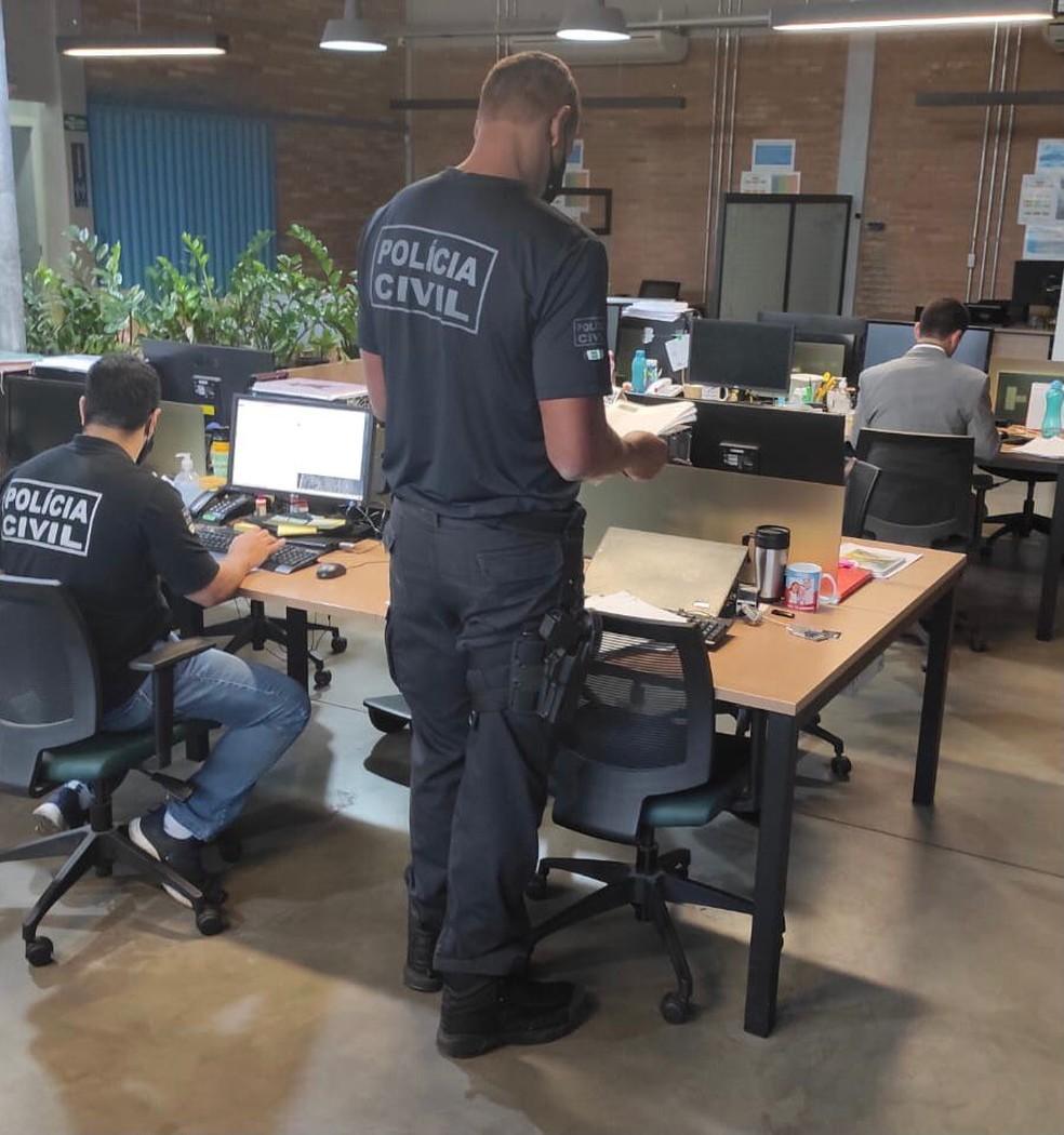 Policiais civis investigam contratos superfaturados firmados pelo Iges-DF — Foto: Reprodução
