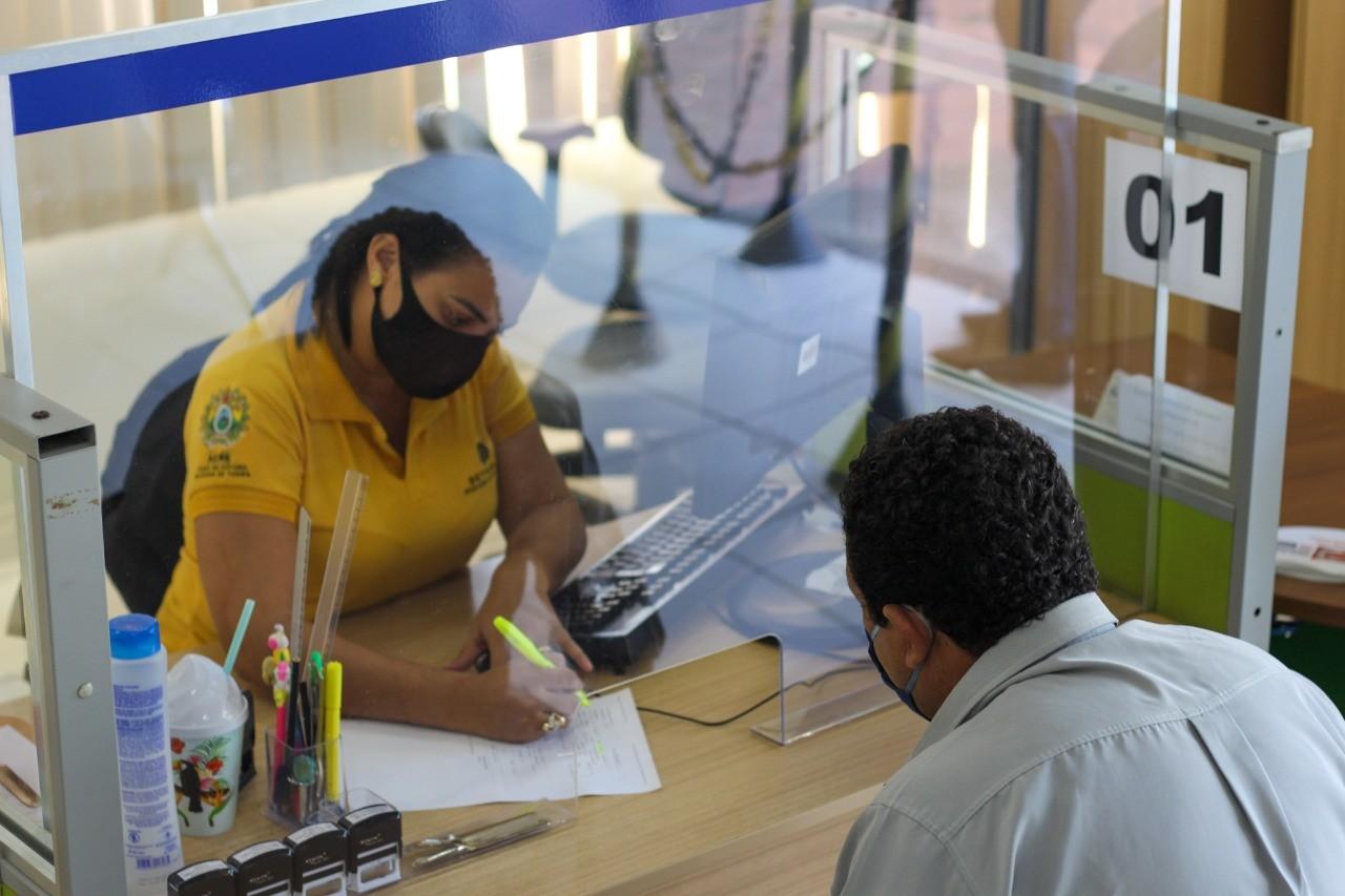 Detran volta a suspender atendimento após novo caso de Covid-19 em servidor em Rio Branco