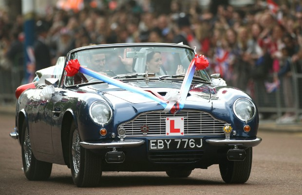 Aston Martin Volante DB6 usado no casamento real de 2011 (Foto: Julian Finney/Getty Images)