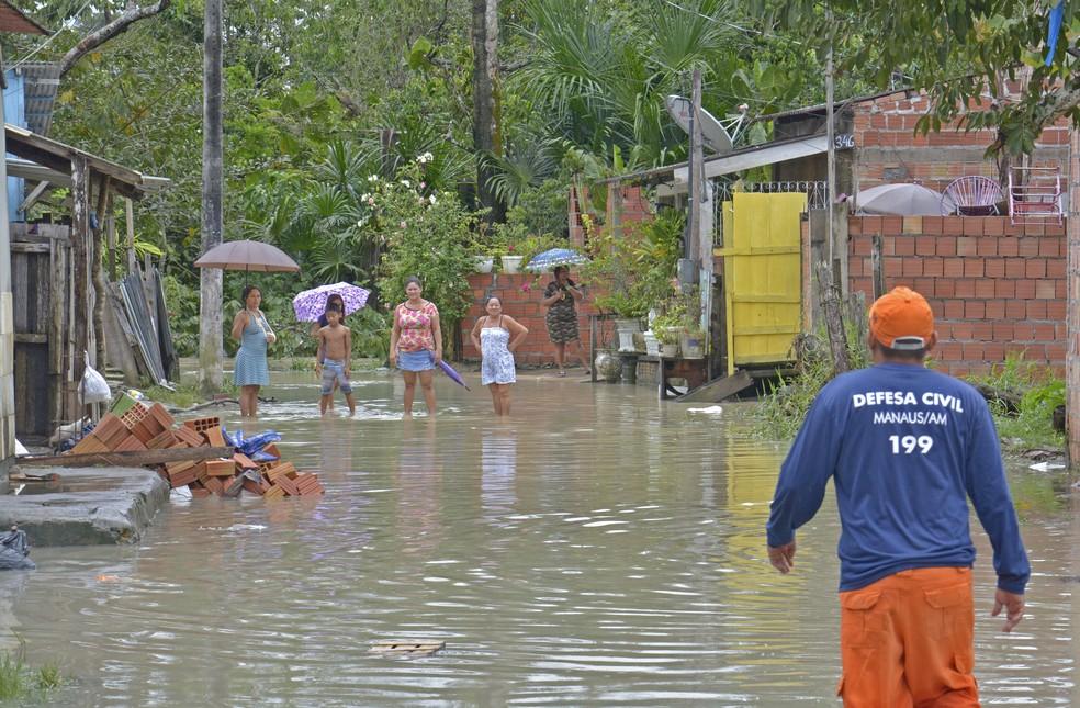 Casas foram atingidas por alagamento durante chuva em Manaus — Foto: Divulgação/Defesa Civil