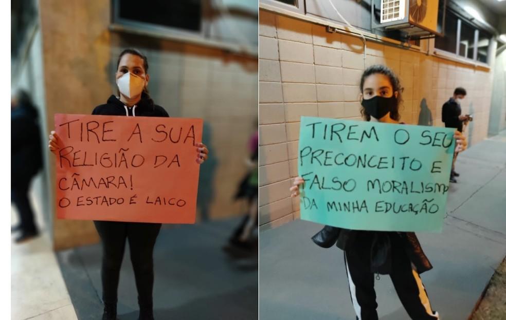 Grupo protestou em frente à Câmara de Lençóis Paulista  — Foto: Organização Popular de Lençóis Paulista/ Divulgação