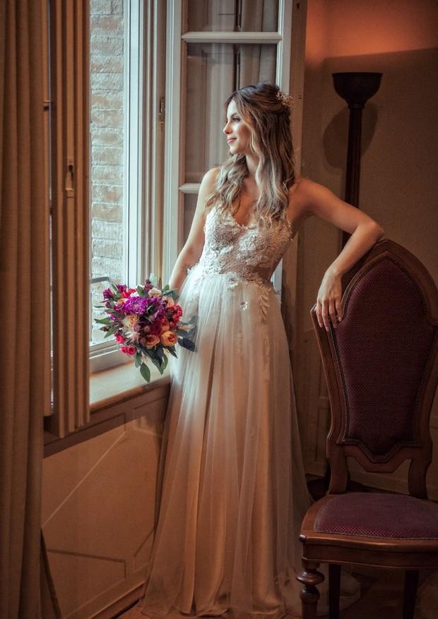 O vestido de casamento de Sthefany Brito é assinado por  (Foto: Sam Sacramento)