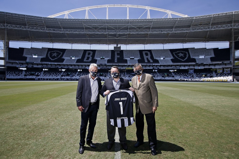Durcesio Mello enviou detalhes do projeto que teve o aval de Jorge Braga — Foto: Vitor Silva/Botafogo