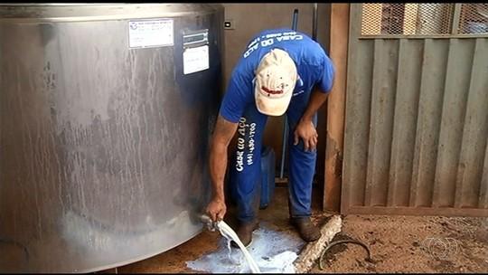 Produtor rural joga 4 mil litros de leite na rua após produto estragar por falta de energia