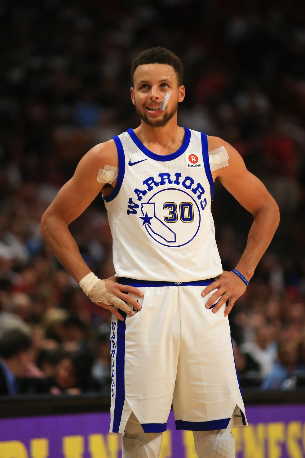 Stephen Curry, do Golden State Warriors, em vitória neste domingo (Foto: Christopher Trotman/Getty Images)