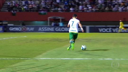 Com defesas bem fechadas, visitantes deixam bola com adversário para vencer