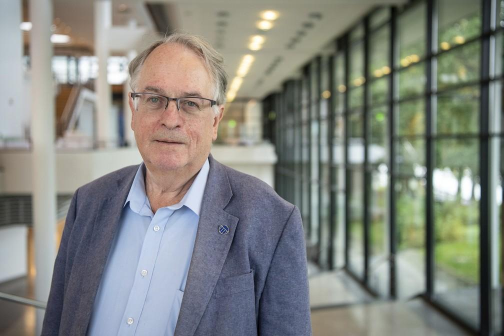 O cientista britânico-americano Stanley Whittingham, um dos vencedores do prêmio Nobel de Química de 2019. — Foto: Sebastian Gollnow/dpa via AP