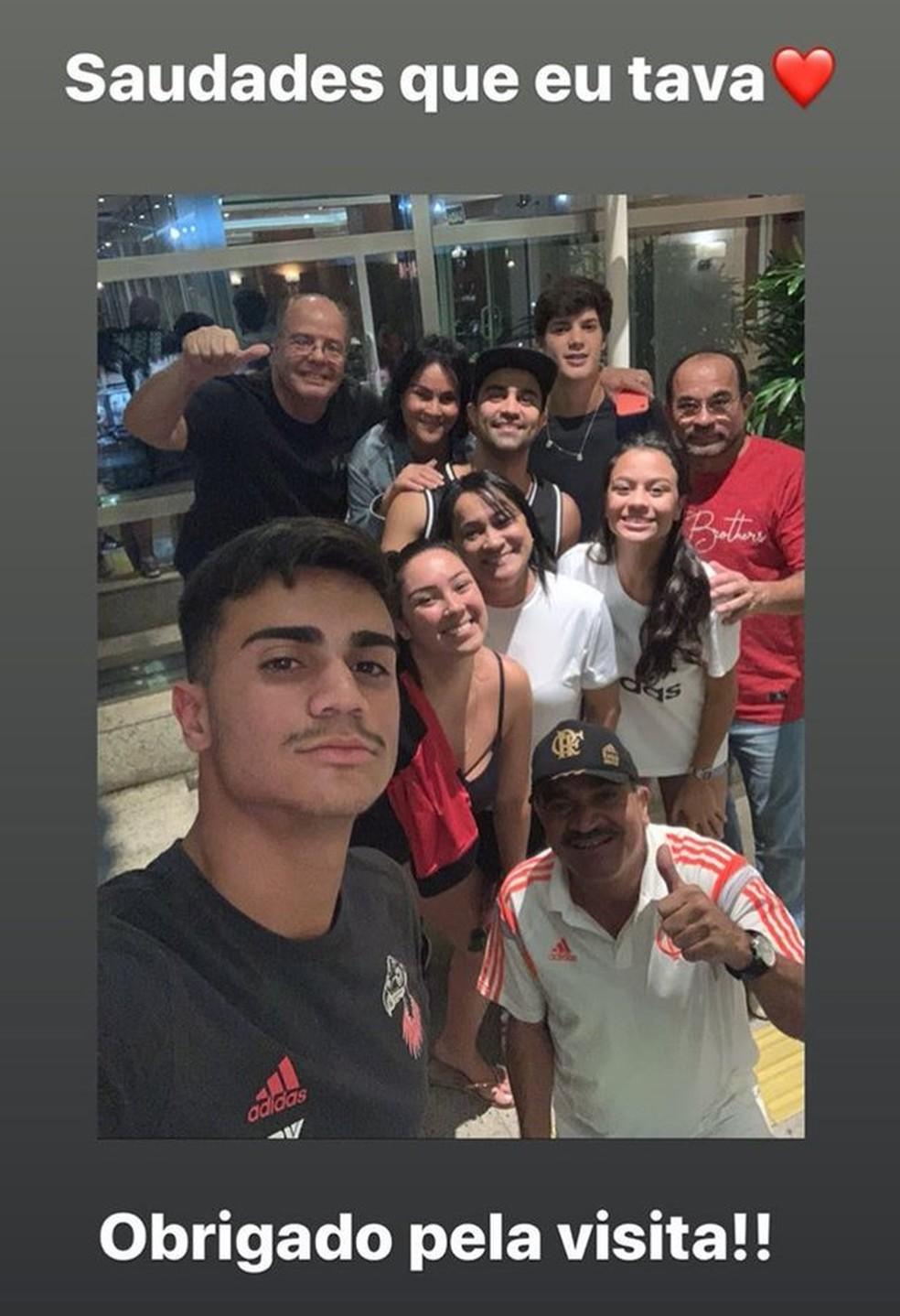 Reinier registrou encontro com a família no hotel do Flamengo em Brasília — Foto: Divulgação