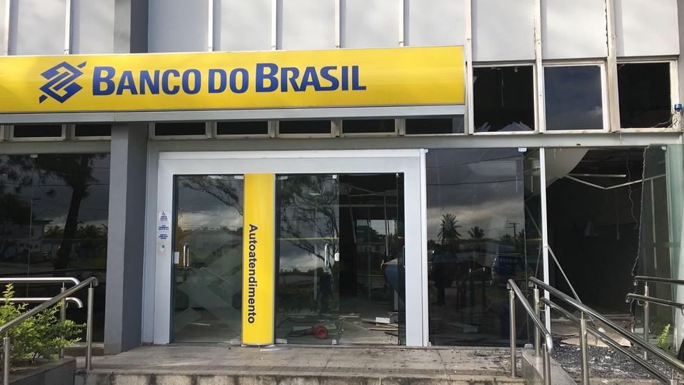 Agência do Banco do Brasil atacada por bandidos na cidade de Simões Filho (Foto: Anna Valéria/TV Bahia)