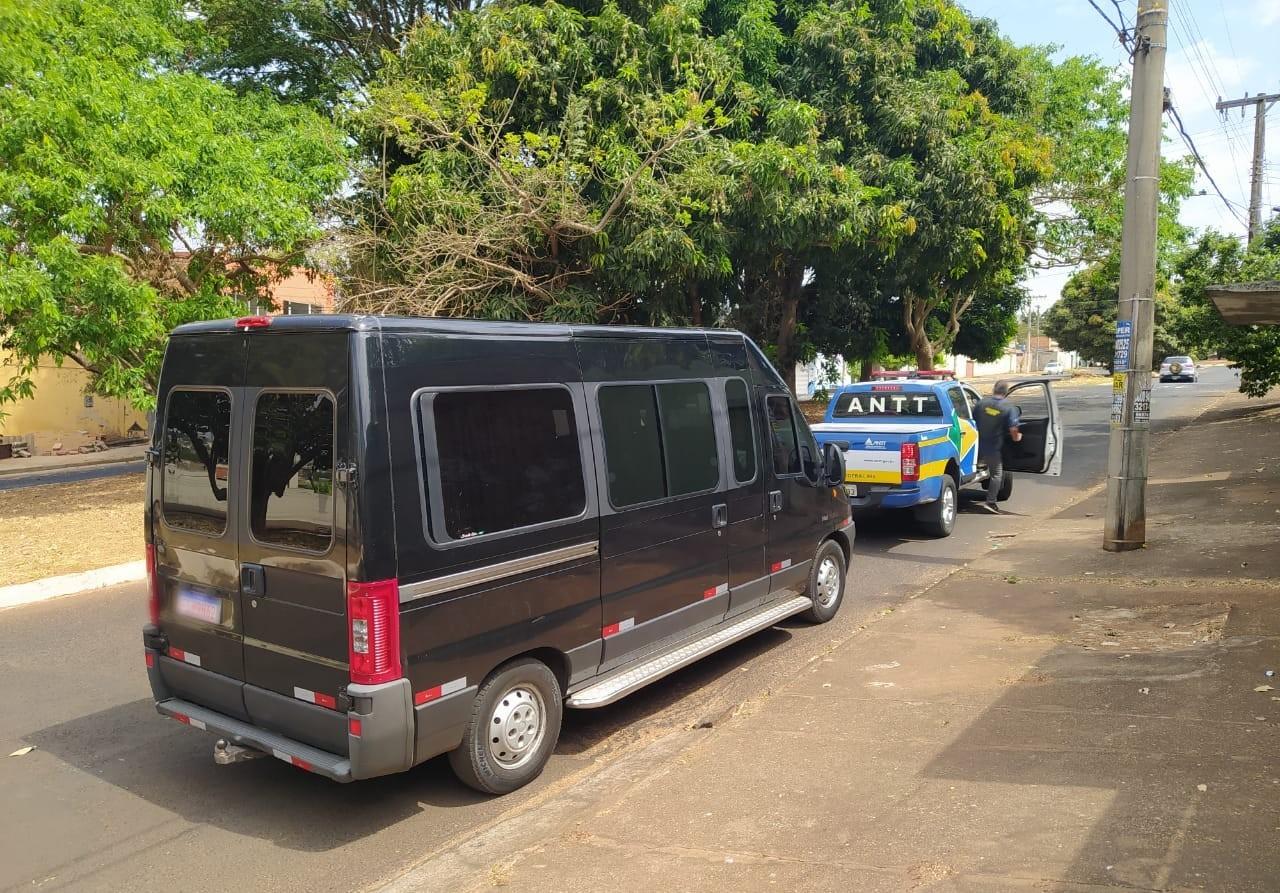 Van é apreendida por transporte clandestino de passageiros em Uberlândia