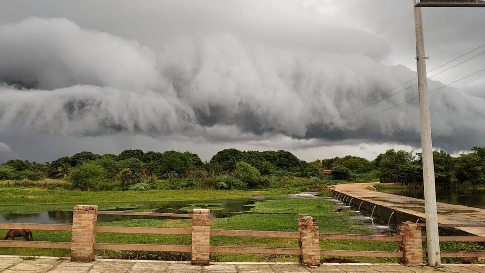 Morador de Upanema registrou 'nuvem rolo' na cidade de Upanema, Oeste potiguar — Foto: Cedida
