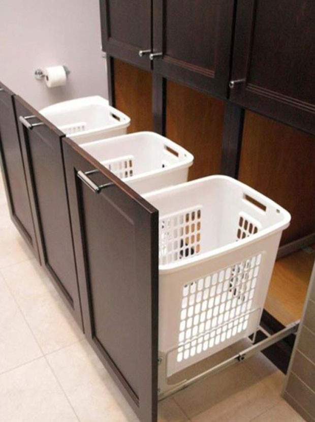 Lavanderia: Gavetas armazenam roupa suja de forma discreta (Foto: Pinterest/Reprodução)