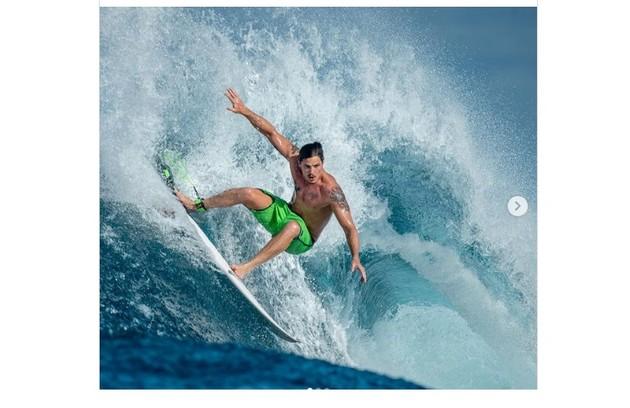 Romulo Arantes Neto foi às Maldivas em setembro para surfar (Foto: Reprodução)