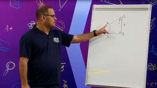 Matemática: Professor explica sobre trigonometria