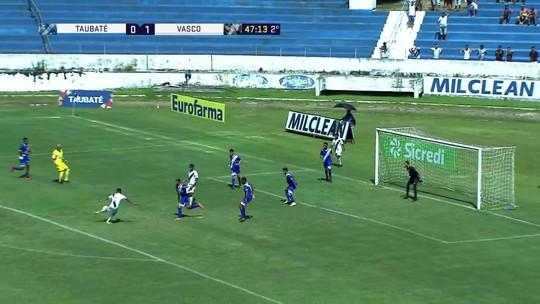 Lucas Santos faz grande jogada mas Riquelme erra na hora de finalizar para o Vasco com 46' do 2º tempo