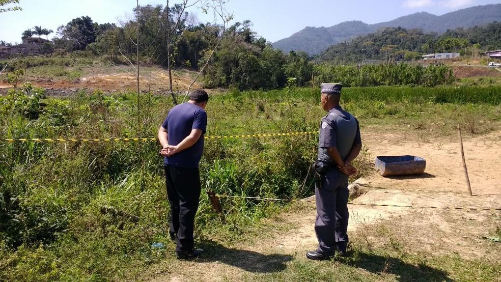 Bebê foi localizado após buscas em córrego em Miracatu, SP (Foto: G1 Santos)