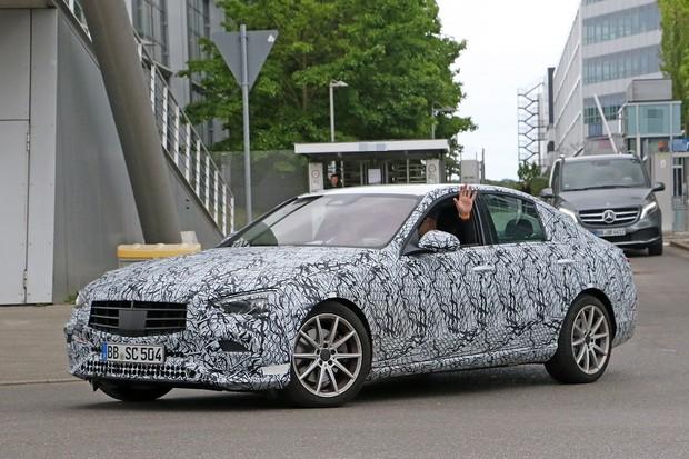 Novo Mercedes-Benz Classe C é flagrado na Alemanha, mas só vem ao Brasil em 2021