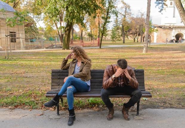 casal brigando, briga, discussão, relacionamento, namorados (Foto: Pexels)